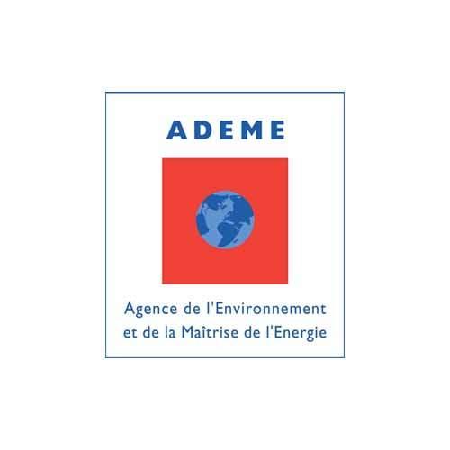 Le logo de l'ADEME est un carré rouge avec une planete bleu en son milieu. C'est une référence client d'Antoine Chadufau en conseil en communication.