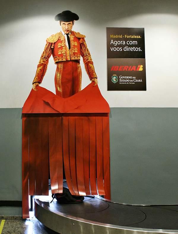 Campagne d'ambient marketingd'Iberia dans un aéroport brésilien.