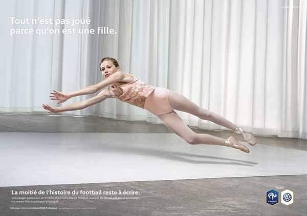 Cette campagne publicitaire de Volkswagen, partenaire de l'équipe de France féminine de football, lutte contre les préjugés sexistes.